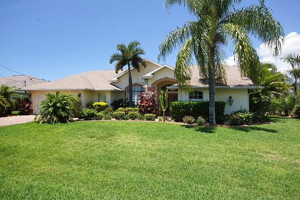 Villa Mybirdie - exclusive 3/2 Pool Home on wide fresh water canal in SW Cape Coral
