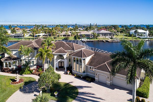 Immobilien Magnificent Estate - 327 Ft. of Direct Access Frontage in Cape Coral