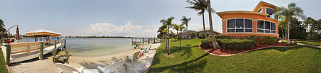 Immobilien Welcome to Harborage! Beautiful spacious 4bd 3ba with spectacular views of lake from both levels. in Fort Myers